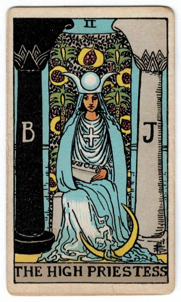 ý nghĩa lá bài The High Priestess