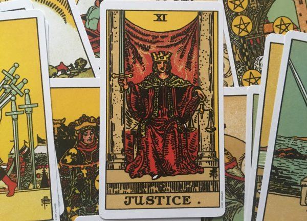 ý nghĩa lá bài Justice