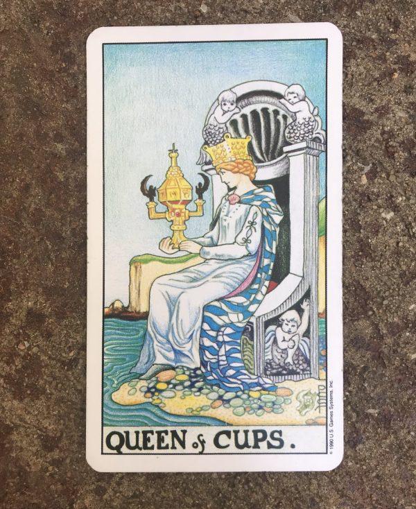 ý nghĩa lá bài Queen of Cups