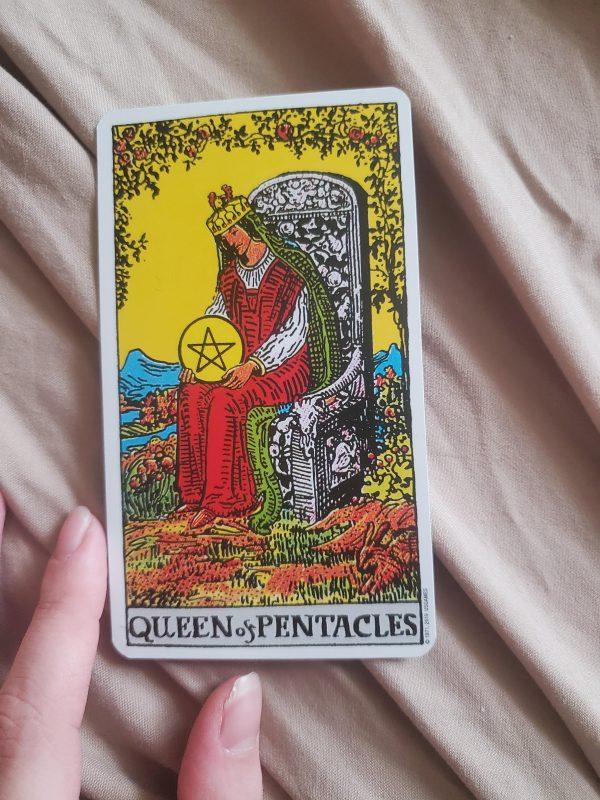 Ý nghĩa lá bài Queen of Pentacles