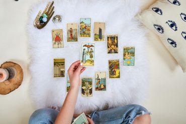 Cách đọc bài tarot cơ bản